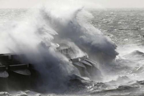 tempesta, perfetta, gran, bretagna, francia, danni,tempo,meteo,notizie,news, Nord Europa,perturbazione ,vittime,viaggiare verso est,voli ,