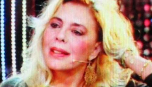 """NADIA CASSINI IRRICONOSCIBILE A DOMENICA LIVE: """"IL MIO FIDANZATO HA 32 ANNI MENO DI ME"""""""